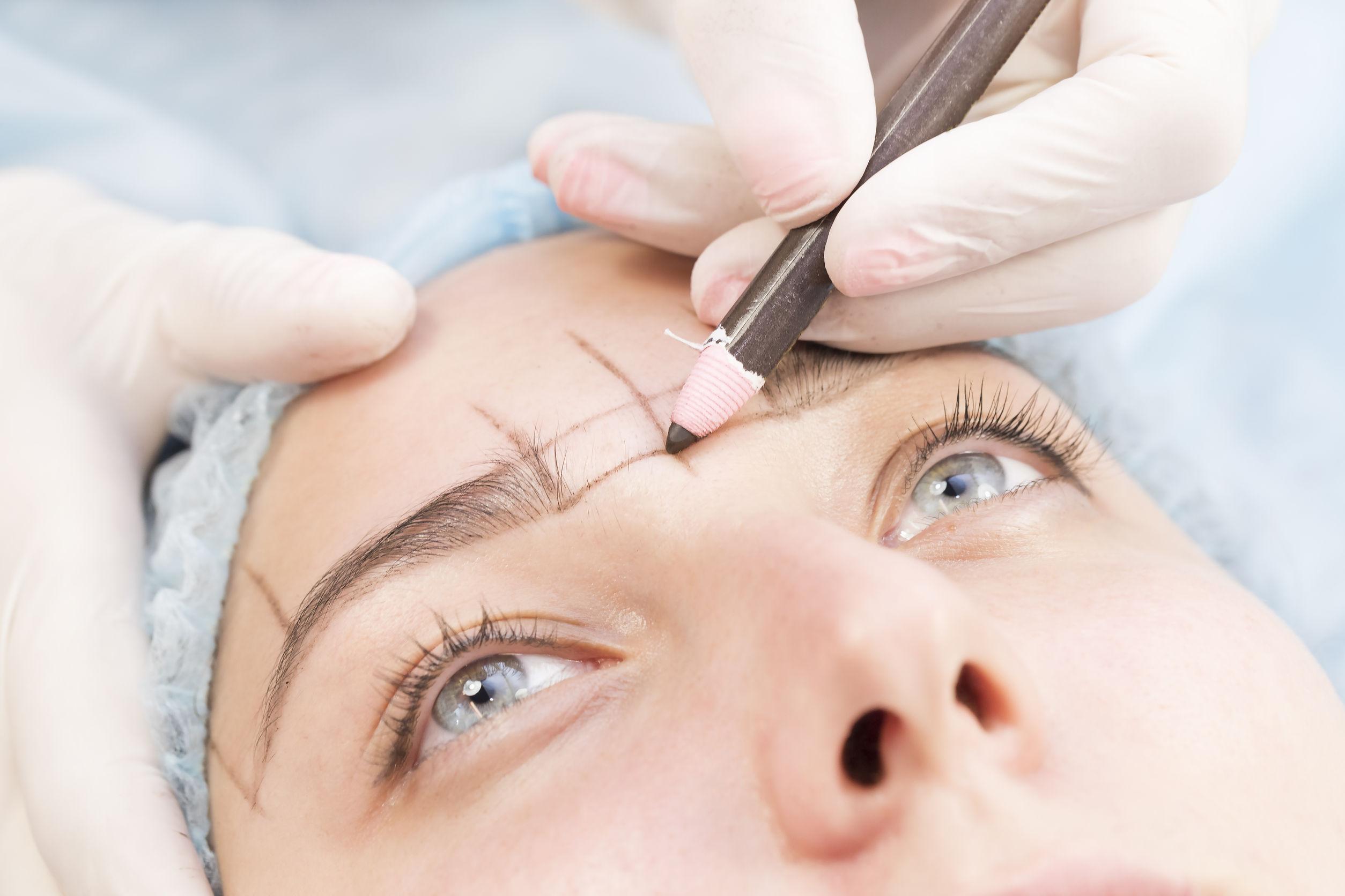 Microblading, técnica para rellenar el pelo de las cejas. Salón Carmen, Vigo.